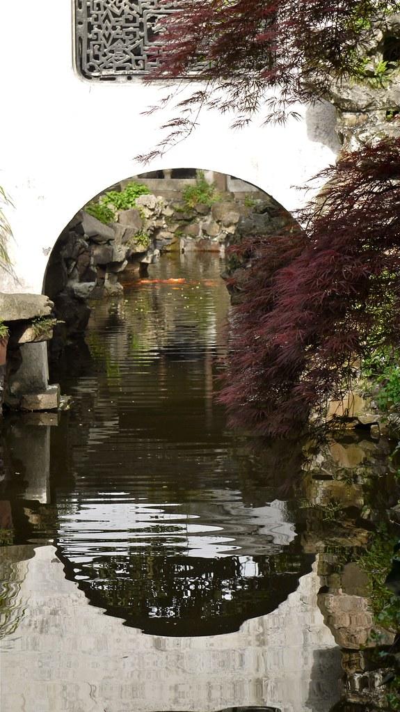 P1040447 Chine, Shanghai, jardin Yu Yuan, un petit canal ...