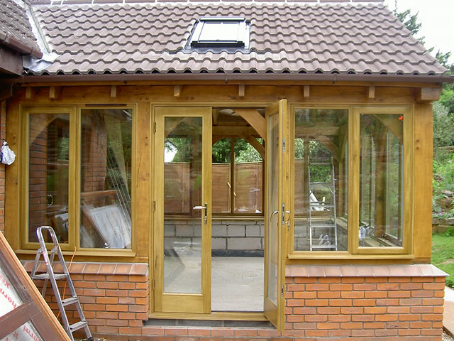 <p>Oak framed sunroom built under current building regulations.</p>