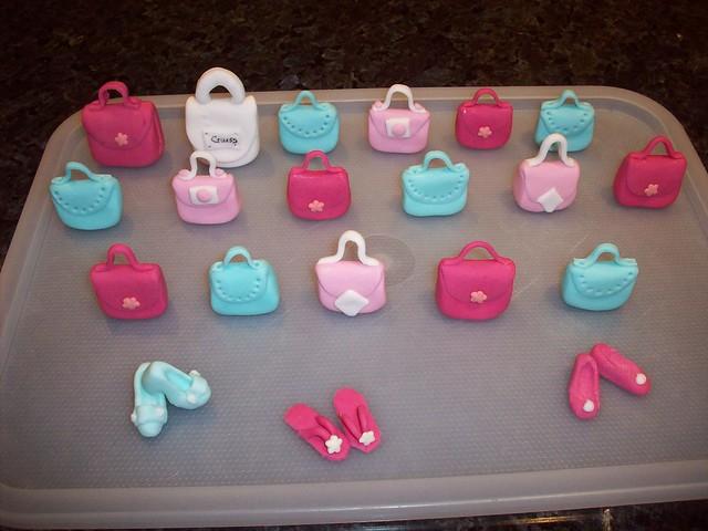 Chantelle's pink handbag cake & cupcakes