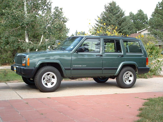 STOCK GREEN 2000 CHEROKEE
