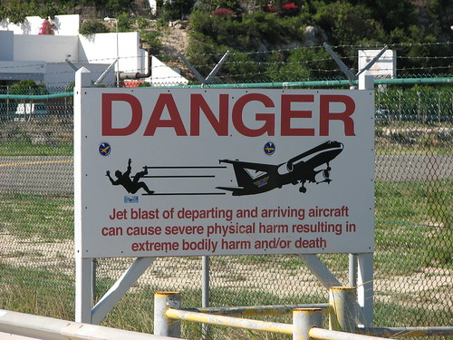 maho beach airport danger sign | by Keithius