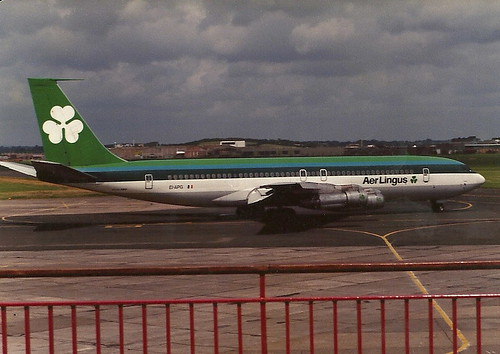 ireland irish digital cn plane airplane airport terrace balcony aircraft aviation scan shannon pre boeing aer spectators spotting airliner b707 lingus snn 19410 einn eiapg 707348c