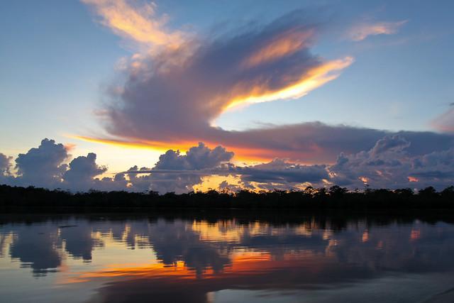 Pañacocha lake sunset