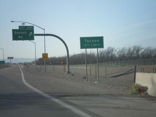 arizona sign tucson i10 overhead interchange citylimit interstatehighway biggreensign freewayjunction