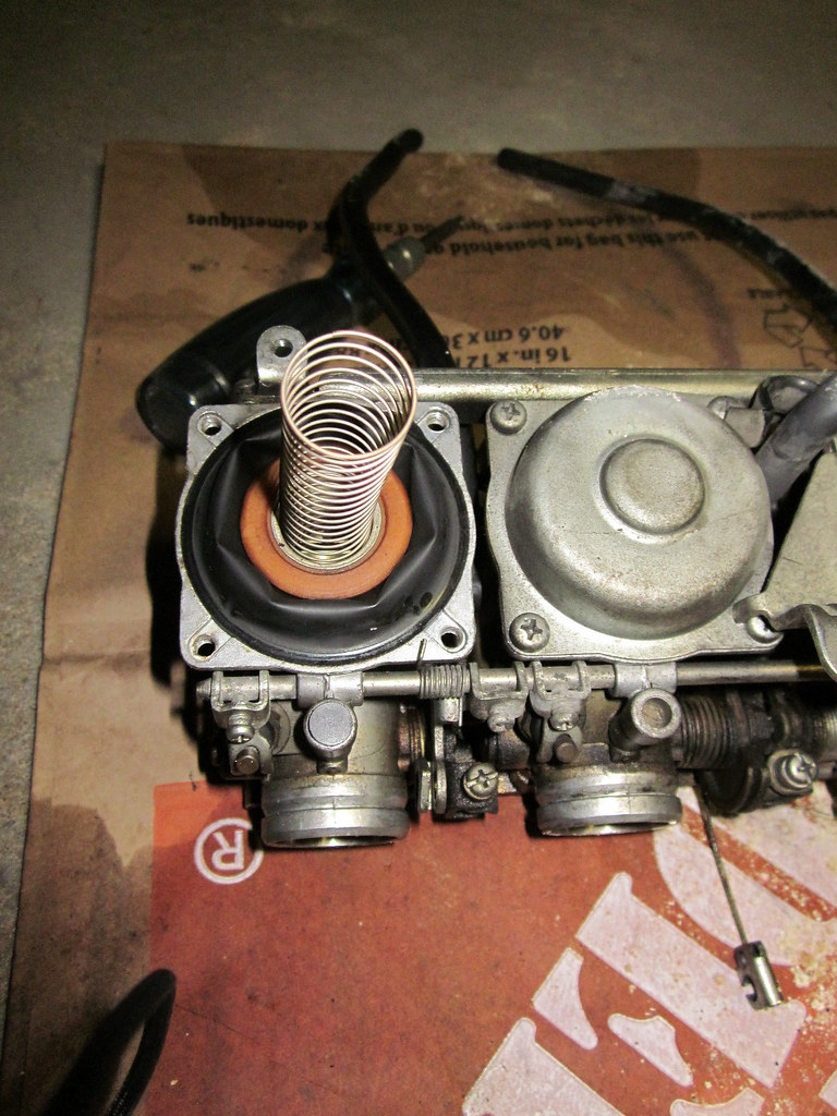 Spring Mikuni BS30 Carb With The Top Off Ananthan