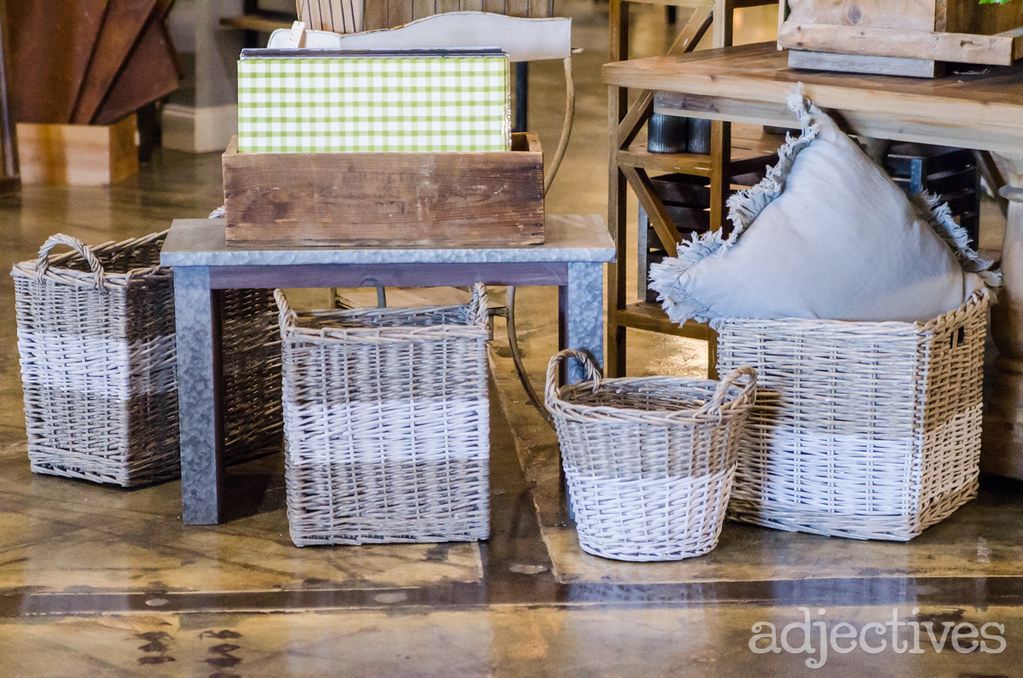 Decorative Baskets and paper place mats in Adjectives Altamonte