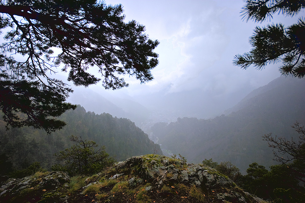 Andorra la Vella i Escaldes des d'Engolasters en plena tempesta by Zac