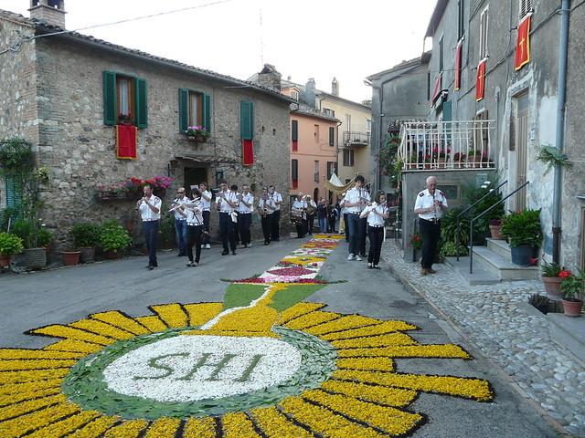 Infiorata per la Processione del Corpus Domini a Castel Viscardo