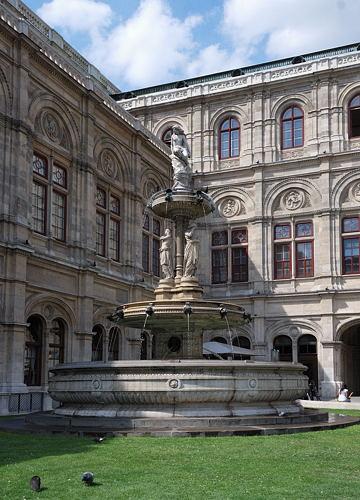 Wien - Oper - Brunnen