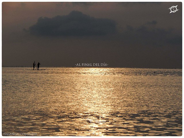 Al final del día Al Final del Día dos pescadores recogen el fruto del mar al atardecer, disfrutando de un hermoso paisaje en Taganga - municipio de Santa Marta en el Magdalena. Autor: Albeiro González. - Raices One. #magichumans #colombia #taganga #magdal