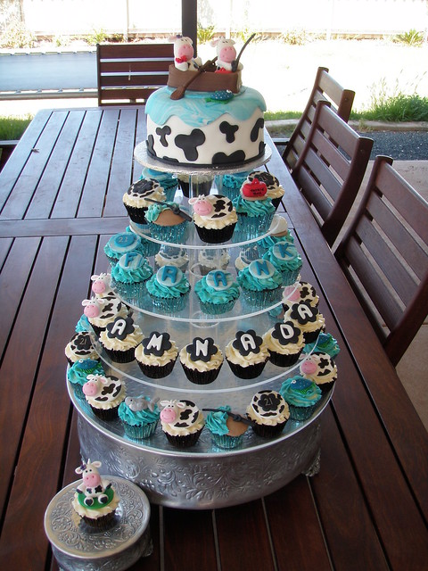 Mossy's Masterpiece - Amanda & franks 21st birthday cake/cupcakes fishing & cow theme