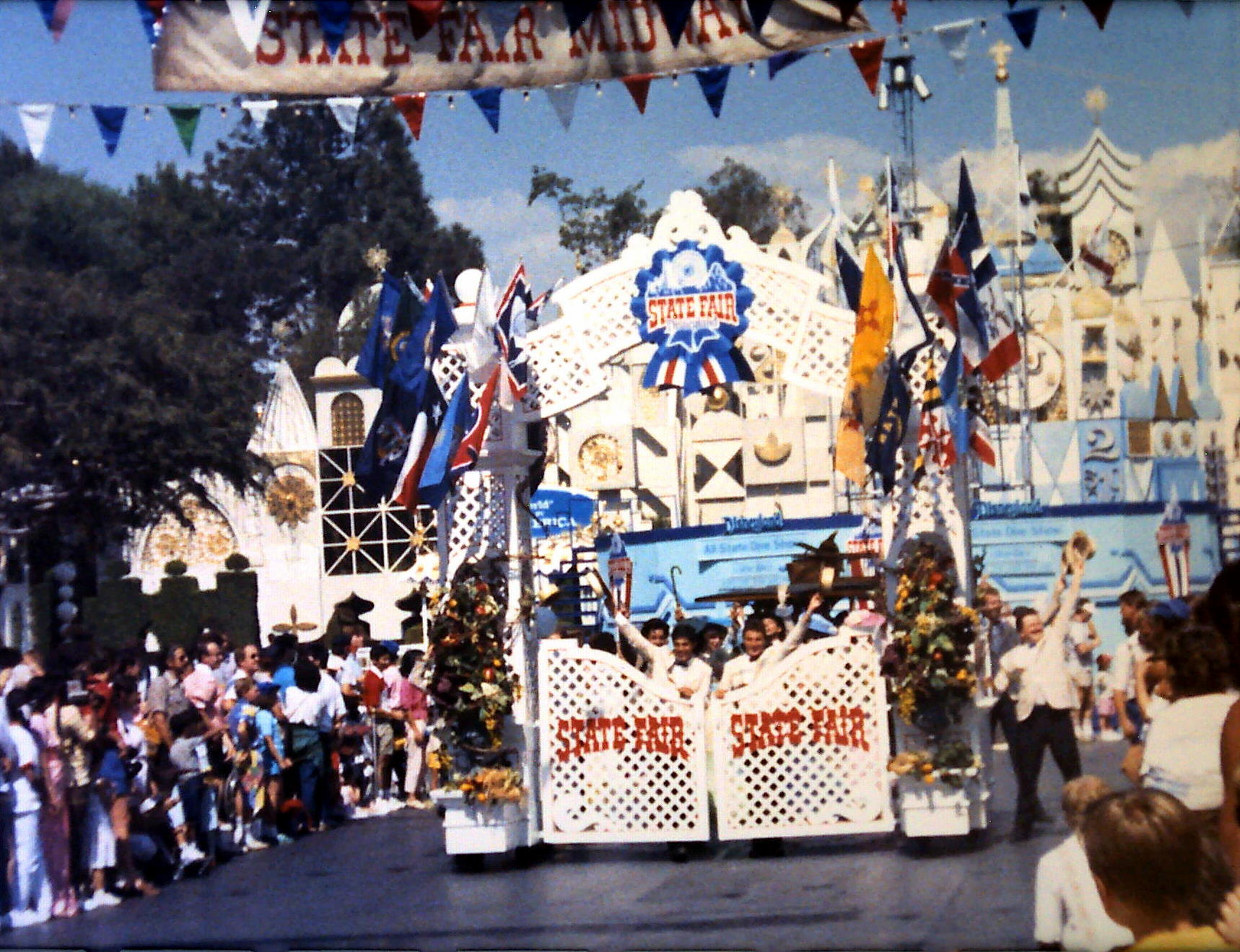 Anciennes Parades des Resorts Américains 4576966268_0d07508f84_o_d