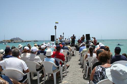 Público en el Muelle Chico escuchando a Yeray Rodríguez