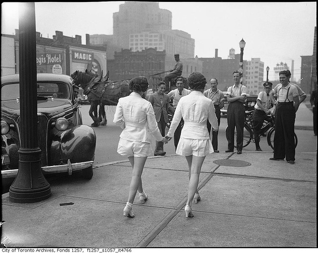 a410cded71 ... Women in shorts cause car to