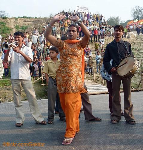 music orange india river boat dance dancing drum trumpet ganga ganges hijra bihar sekitar eunuchs buxar earthasia thethirdgender ©sekitar
