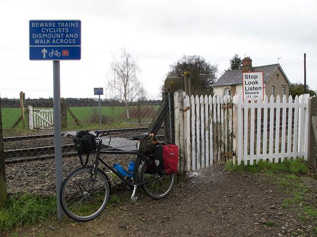 NCN51 crosses the railway, east of Bury St Edmunds