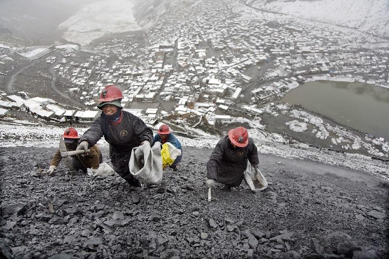 Peru: female miners