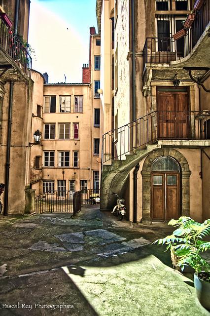 Traboule à l'angle de la montée des Chazeaux et de la rue du Boeuf.