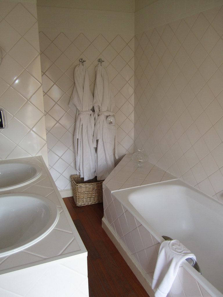 BATHROOM OF HOTEL DE TUILERIEëN BATHROOM IN THE SMALL LUXU FLICKR