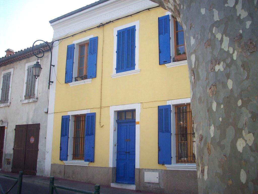Facades De Maisons En Couleurs belle maison, aux couleurs pimpantes. la garde, var. | flickr