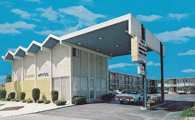 Astro Motel postcard Antioch CA