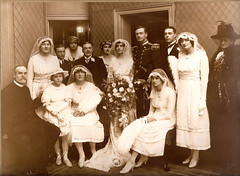 Wedding group portrait, 1910s/20s? | by whatsthatpicture