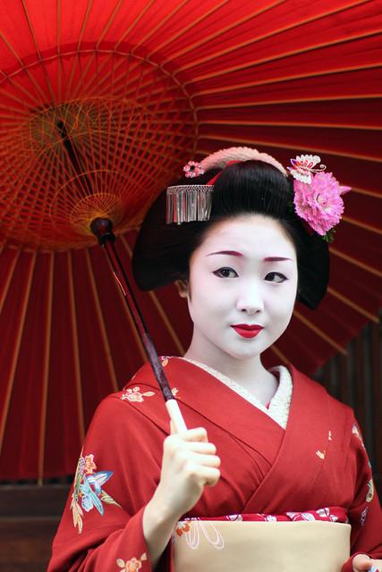Maiko 'Katsuru' in Spring Rain