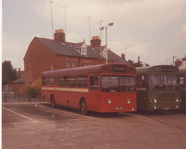 Gunn(Safeway)-AML614H-Yeovil-1982b