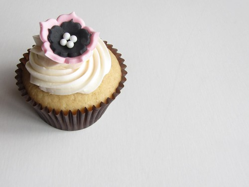 Pink and Black Flower Cupcake | by clevercupcakes
