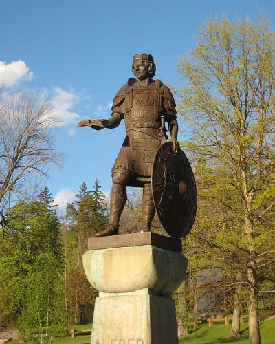 sunset statue alfred kingalfred alfreduniversity