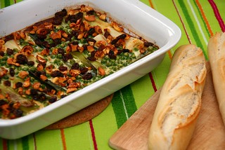 Leek casserole with cashew nuts and raisins | by Katrin Gilger
