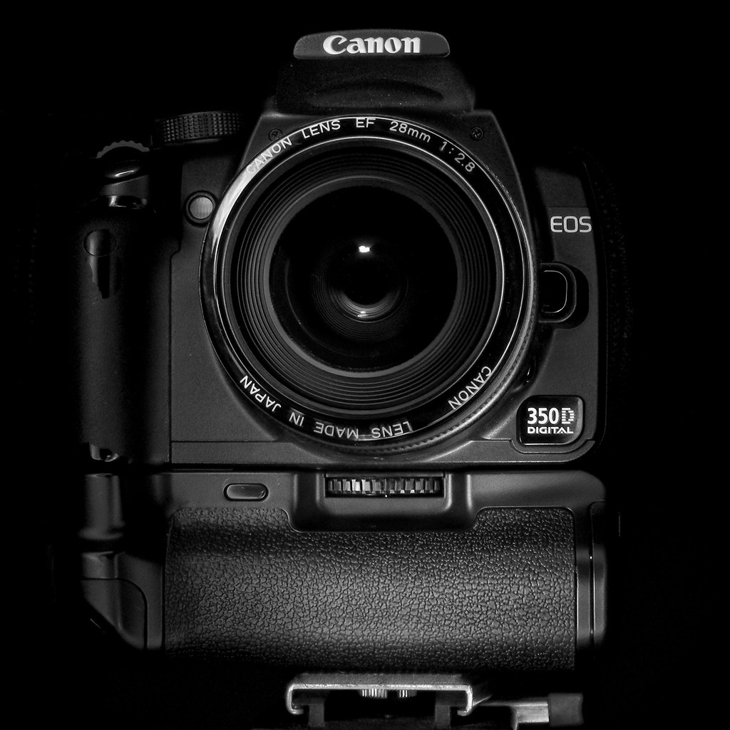 Opteka BGRXT Battery Grip On Canon EOS 350d / Digital Rebe