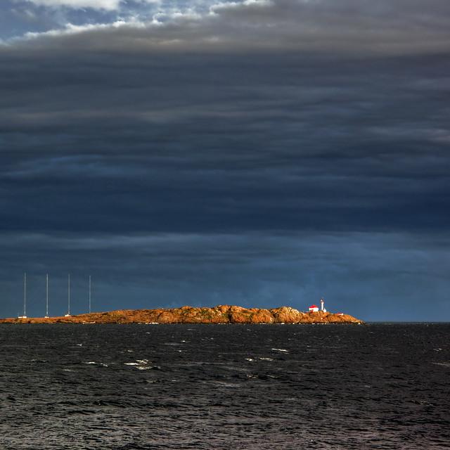 Stormlight on Trial Island 侘寂