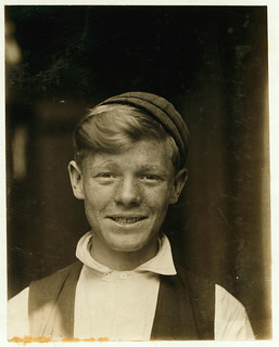 """Lewis Hine: Manager of the """"Hotel de Bum"""", St. Louis, 1910"""