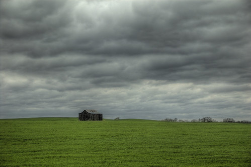 sky field clouds barn tennessee isolation hdr i65