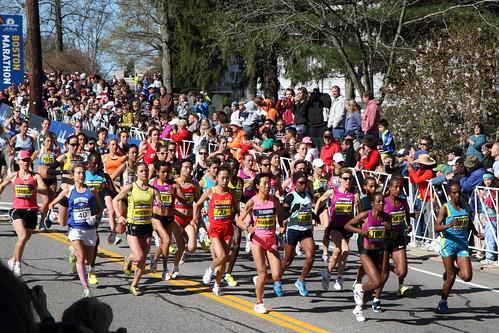 2010 Boston Marathon - elite women | by Kinchan1