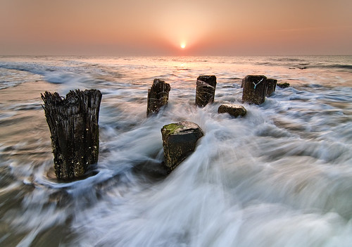 ocean old sunset sun seascape beach set sunrise landscape landscapes pier nikon waves seascapes antique north northcarolina seawall tokina carolina pilings rise carolinabeach 1224 d300s