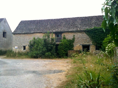 Derelict barn at Little Barrington | by Tip Tours