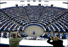 Crossing view finders in the plenary   by European Parliament