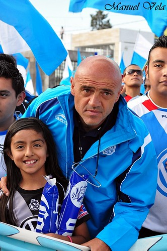 """DSC_0255 Chelis y Mara González en el gran desfile en apoyo al Puebla FC """"Legión Dragón"""" por LAE Manuel Vela"""