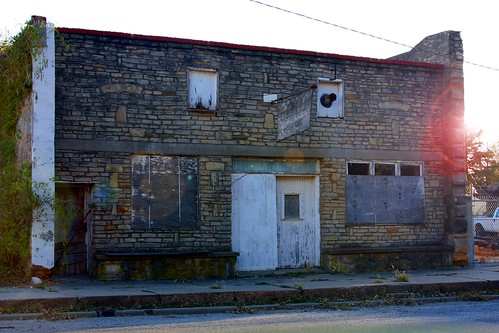 old building shop stone rural bricks historic business kansas williamsburg boarded 40d canon40d shadowracer26 williamsburgks guymaes