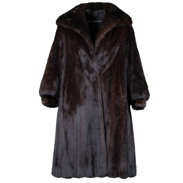 similar to a jacket, sometimes made of wool or fur covering the body of an animal (casaco)