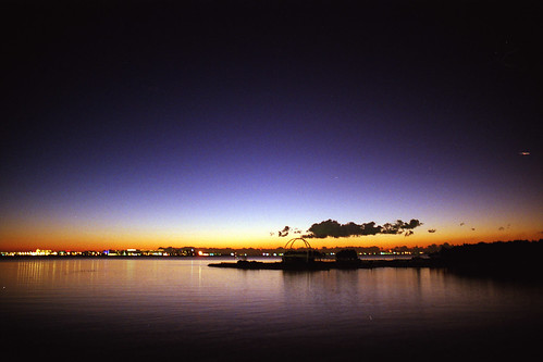 morning blue orange japan tokyo purple 東京 nightview gradation 夜景 青 om1 tokyobay newyearsday 新年 初日の出 オレンジ shinkiba 紫 seasidepark 元旦 新木場 kodaksupergold400 東京湾 thenewyear 元日 firstsunrise グラデーション 若洲海浜公園 gzuikoautow28mmf35