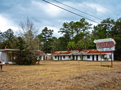 abandoned sign geotagged motel palmtree fl roadside 2010 geo:lat=30735911 geo:lon=81687889