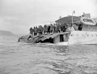 Damaged stern of HMCS Saguenay after being rammed by SS Azra, St. John's, Nfld., November 18, 1942 / La poupe endommagée du NCSM Saguenay après sa collision avec l'Azra, St. John's, T. N., 18 novembre 1942