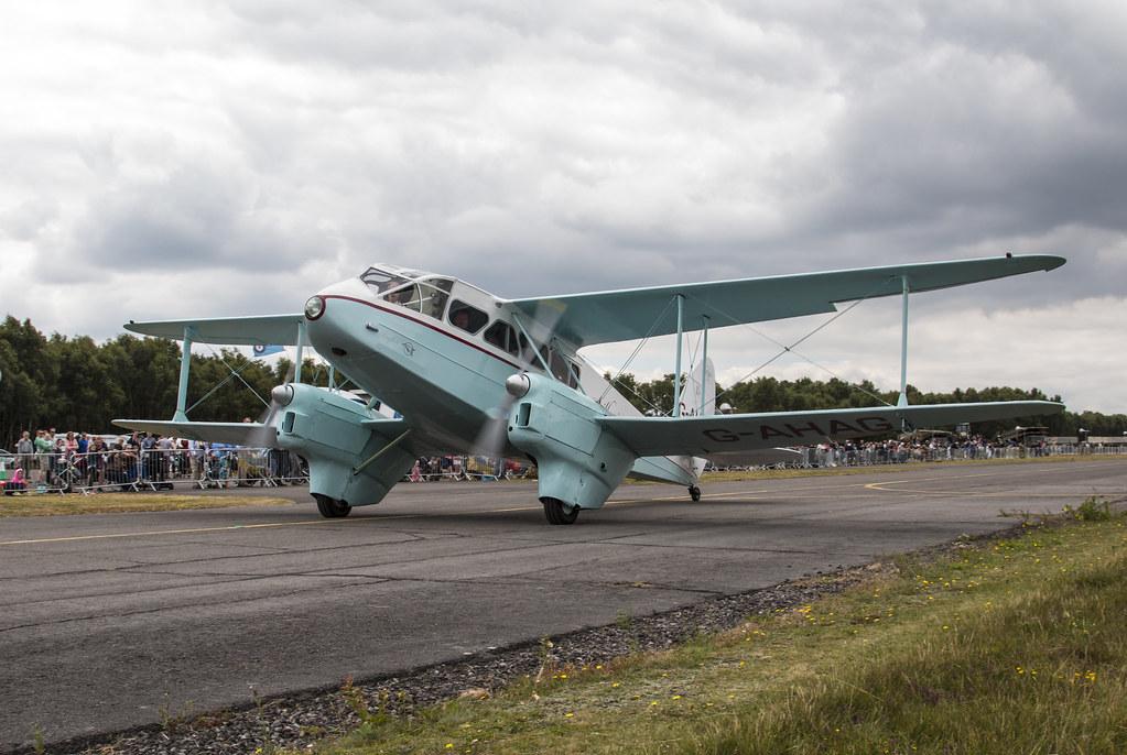 EGLK - de Havilland DH89 Dragon Rapide - G-AHAG