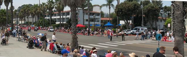 a pan 070803 Fiesta crowd at start waiting