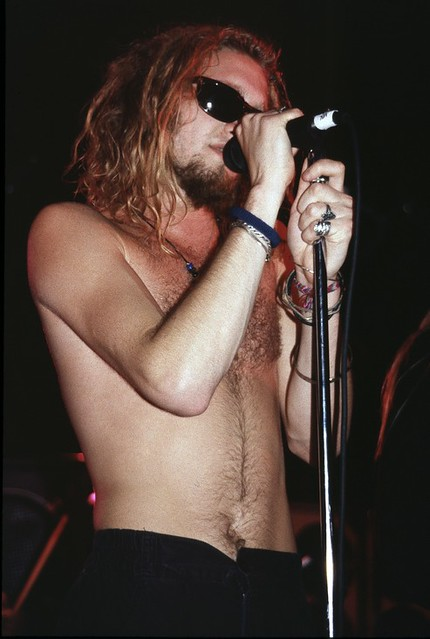 Layne Staley of Alice in Chains circa 1992 | Live Concert Shots ...