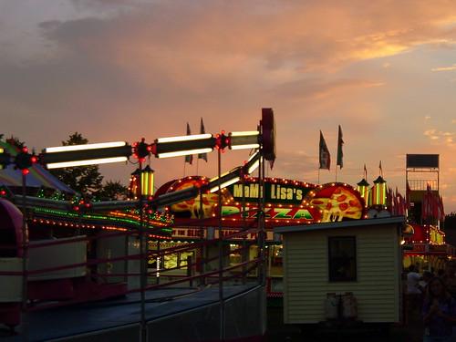 carnival sunset sun wisconsin fun lights dusk 2006 entertainment rides tiltawhirl midway countyfair wi amusements medford carnivalrides mred amusementrides thrillrides taylorcounty carnivalmidway centralwisconsin foodtrailers medfordwi taylorcountyfair mredsmagicalmidway mredscarnival 2006taylorcountyfair