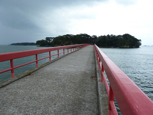 Bridge to 福浦島   by kalleboo
